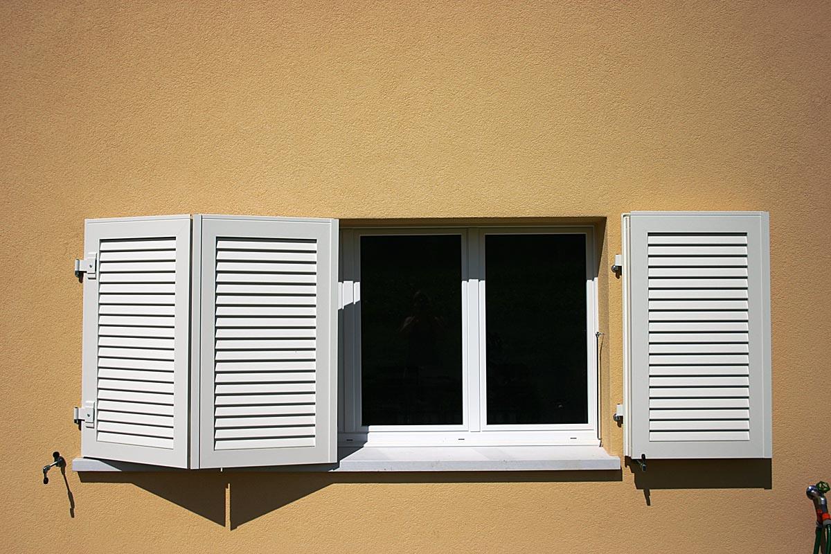 volets en aluminium poser with volets en aluminium good volet battant alu persienn ou with. Black Bedroom Furniture Sets. Home Design Ideas