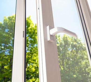 Modèle de porte fenêtre à battant