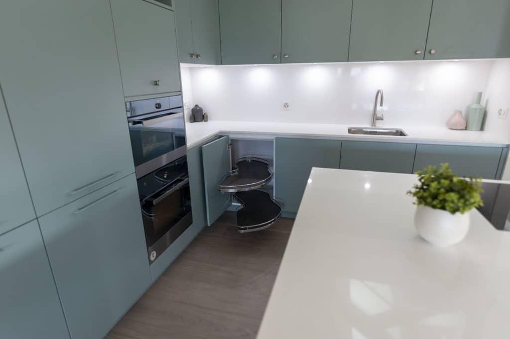 Green Tea cuisine, colonne et meuble haut cuisine schmidt APF