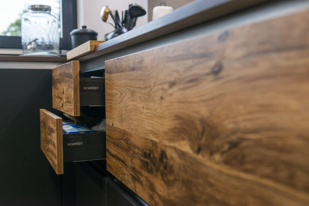 Mobilier cuisine Schmidt face Arcos Murphy et gorges
